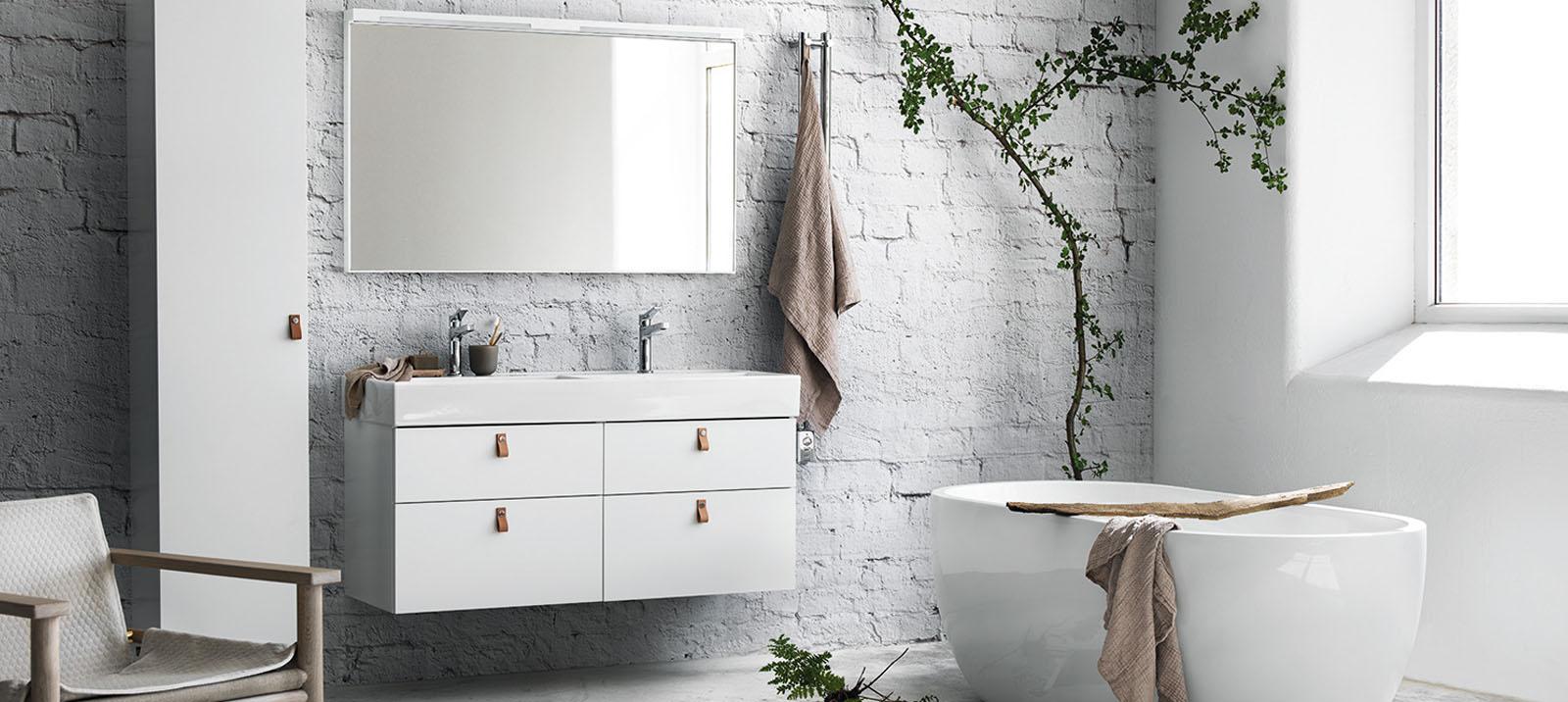 klassinen kylpyhuone ja amme
